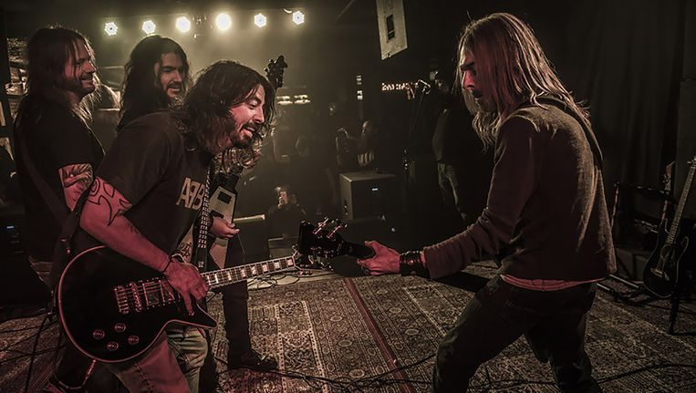 Dave Grohl met bandleden van Pantera op Dimebash. Beeld .