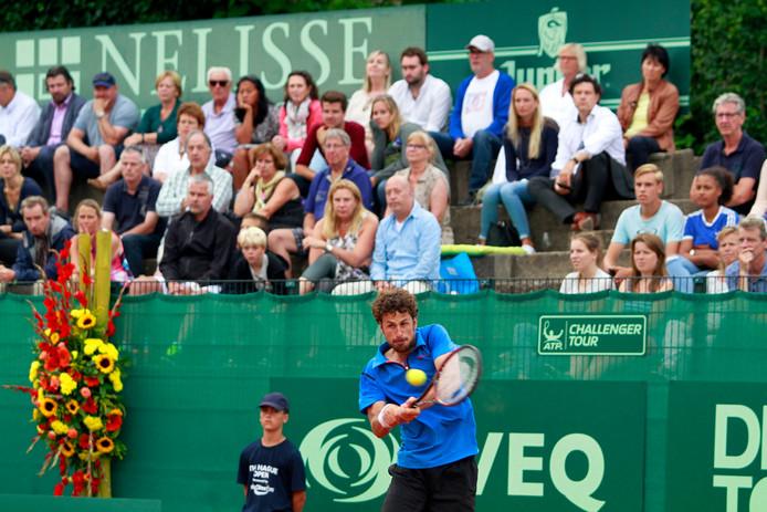 Robin Haase in actie tijdens The Hague Open op de Metsbanen in Scheveningen, in 2016.