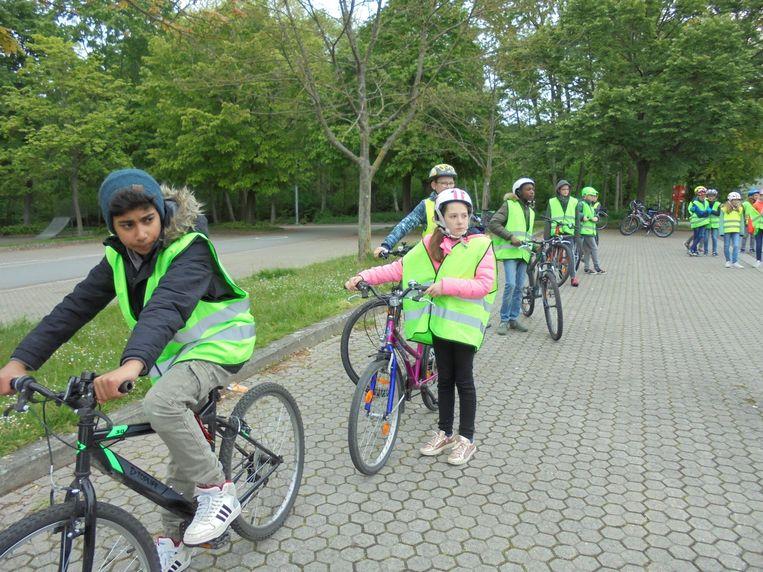 Ook de zesdeklassers van VBS De Linde legden hun fietsexamen ad.