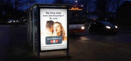Reclame voor een datingsite in een bushokje? Dat mag niet van de gemeente Bunschoten
