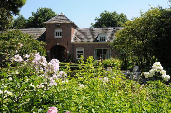 Tuin en poortgebouw Zuylestein in Leersum.