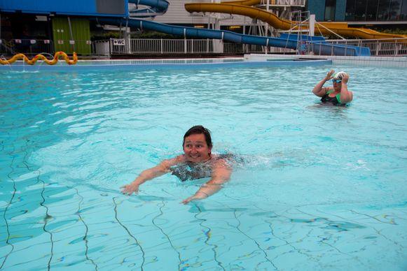 Hilde Roobroeck uit Laarne is blij dat ze weer kan zwemmen in Wetteren.