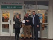 Vervoersbedrijf maakt mooi kerstgebaar naar winkel in Westerhaar