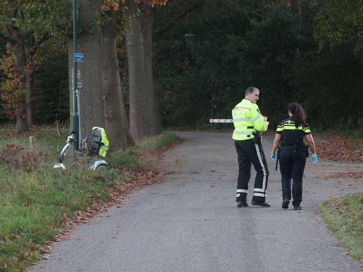 Automobilist gaat ervandoor na aanrijding met scootmobiel in Alphen