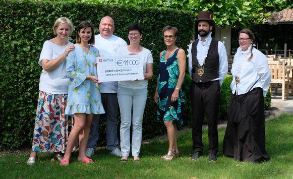 Sterrenchef Ferdy Debecker en zijn vrouw Ann schenken 11.000 euro aan het Kinderkankerfonds