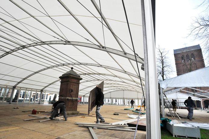 In 2011 werd Oisterwijk on Ice om de dorpspomp heen gebouwd.