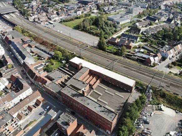 Een luchtfoto van de huidige Torck-fabriek. Alle gebouwen tussen de Ommegangstraat en de spoorweg worden afgebroken.