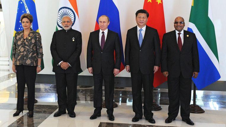 De Braziliaanse president Dilma Rousseff, Indiaase premier Narendra Modi, Russische president Vladimir Poetin, Chinese president Xi Jinping, en Zuid-Afrikaanse president Jacob Zuma voorafgaand aan de G20. Beeld null