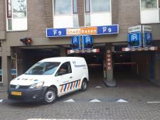 Auto's van nieuwe bewoners Stadshuis moeten veel te lege parkeergarage in Almelo vullen