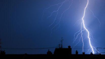 KMI waarschuwt opnieuw voor hevige onweersbuien, daarna neemt kans op buien af, tropische temperaturen blijven