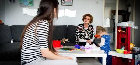 Gezinscoach helpt vijf Hardenbergse gezinnen ontsnappen aan armoede: 'geef je een vis of een hengel?
