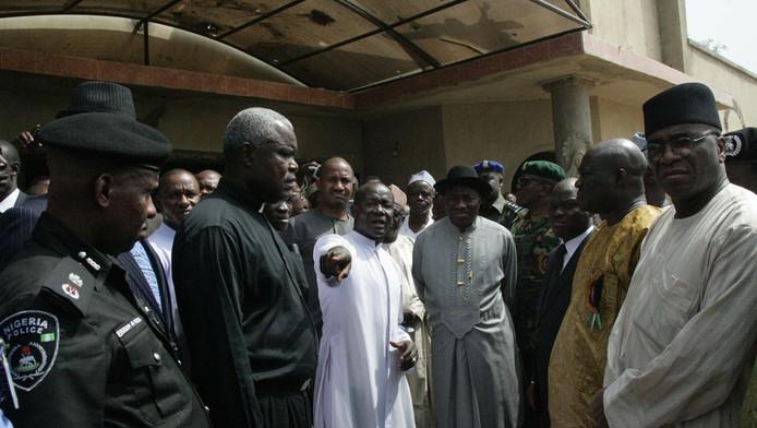 De Nigeriaanse president Goodluck Jonathan bezocht vandaag de plek waar op Eerste Kerstdag een bom ontplofte.