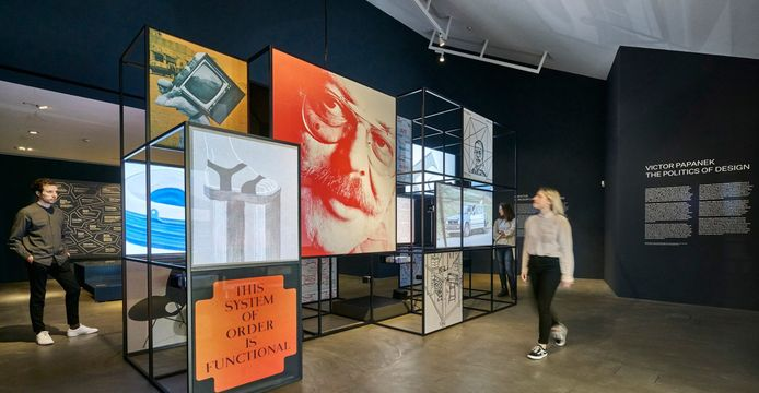 Beeld van de Papanek-expositie in het Vitra Design Museum.