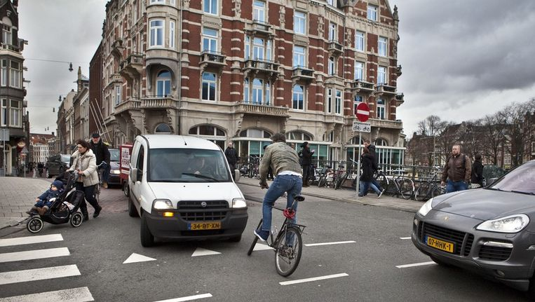 Hier de hoek Nieuwen Doelenstraat en het Rokin. Beeld Het Parool/Floris Lok