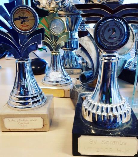 Politie vindt 20 gestolen trofeeën in Noordoostpolder, maar wie zijn de winnaars?