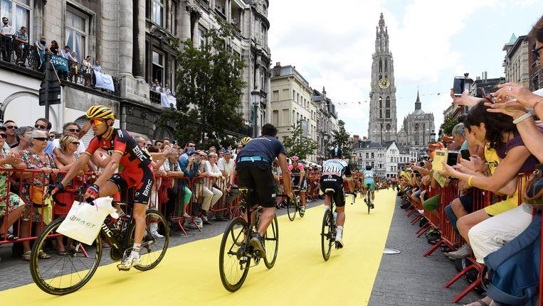 Een beeld uit de Tour van 2015, toen Antwerpen als startplaats fungeerde voor de derde rit.