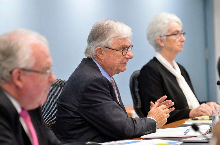 Leden van de onderzoekcommissie, vrijdag in Sidney. Beeld REUTERS