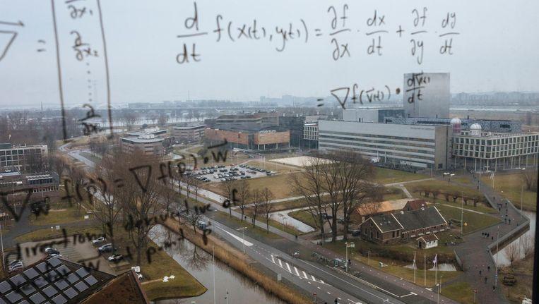 Science Park van de UvA gezien vanuit een studentenflat. Beeld Marc Driessen