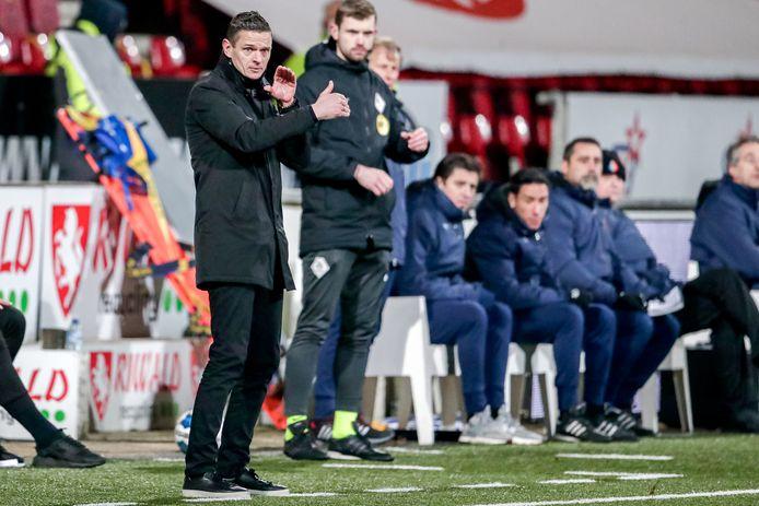 Rogier Meijer, coachend langs de lijn.