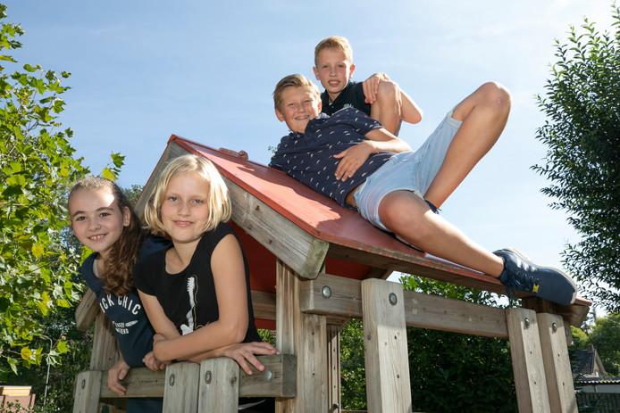Mayra, Amber, Willem en Joris gaan zich in Oeganda inzetten voor Wikveld4Africa.