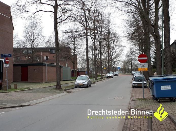 Politie gaat bekeuren voor negeren gesloten verklaring op de Patersweg.