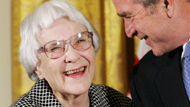Harper Lee, hier met de voormalige president George W. Bush. Beeld reuters