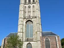 Politie doet uitgebreid onderzoek naar dode vrouw op kerkdak