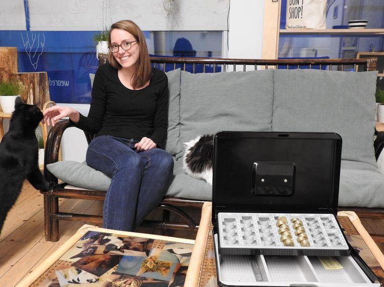 Vrijwilligster Larissa De Vos vond in de kassa alleen nog wat kleingeld terug.