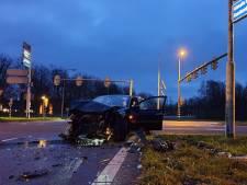 Flinke ravage en gewonde bij botsing in Hengelo
