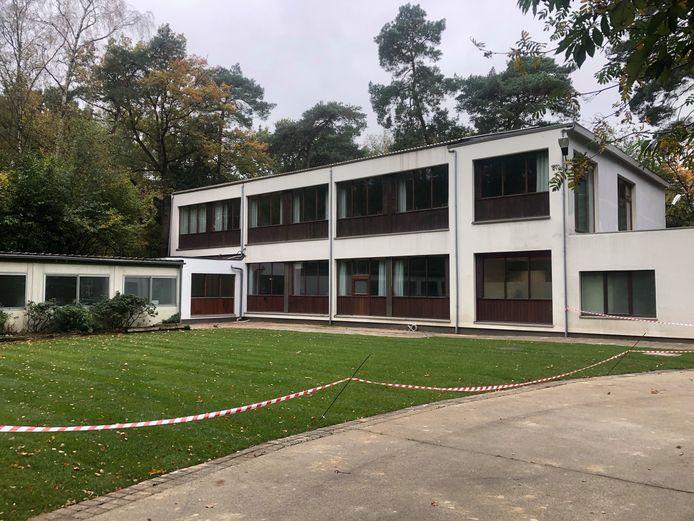 Het tijdelijke asielcentrum in Kalmthout opent de deuren. De illegale betonvlakte werd verwijderd en er kwam een grasvlakte in de plaats.