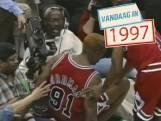 Dennis Rodman schopt cameraman in de edele delen