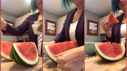 Watermeloen snijden? Vrouw bedenkt slimme manier zonder mes