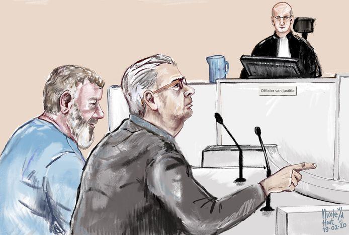 De verdachten van het oplichten van bejaarden tijdens een eerdere strafzitting in de rechtbank in Arnhem