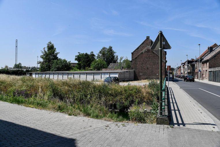 Op deze plaats, pal naast de Vondelbeek, komt het nieuwe woonproject.
