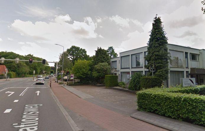 Op de plek van het voormalige notariskantoor moet een gebouw met twaalf appartementen komen.
