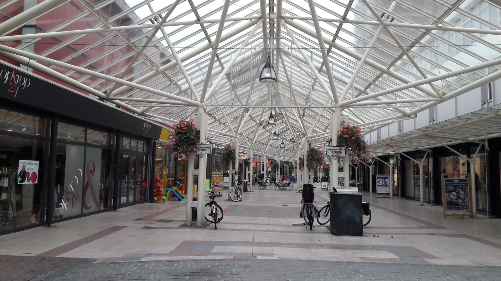 De Vlissingse winkelstraat Lange Zelke wordt door de Nederlandse Voedsel- en Warenautoriteit aangemerkt als overdekt winkelcentrum.