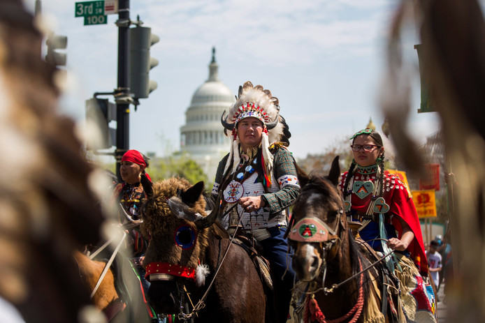 De actiegroep Cowboy  & Indian Alliance tijdens een protest tegen de Keystone XL Pipeline  in Washington (archieffoto)