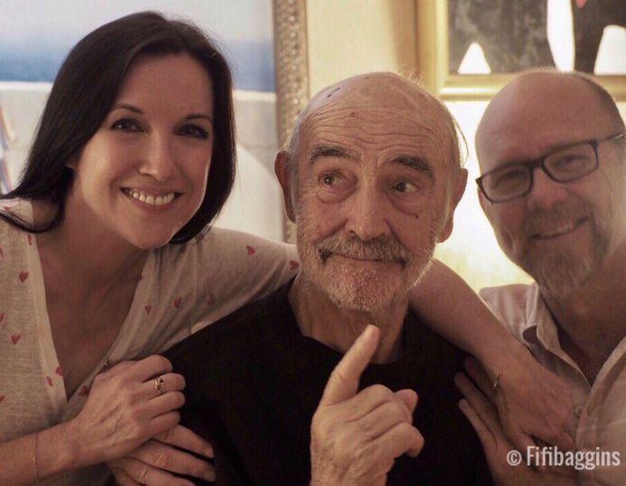 Sean Connery tussen zijn schoondochter Fiona Ufton en zoon James vorig jaar