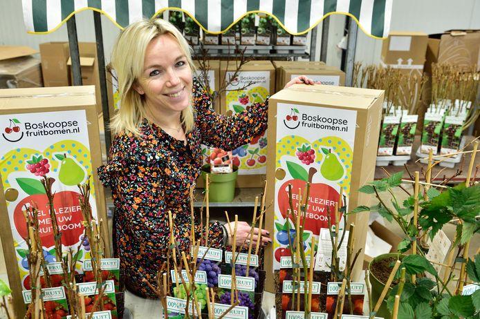 Sandra Steenwijk heeft sinds 2018 een webshop met fruitbomen, fruitplanten en klimplanten onder de titel Boskoopsefruitbomen.nl.