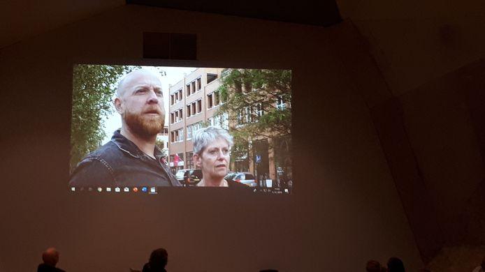 De GroenLinks-raadsleden Anja ter Harmsel en André Oonk reizen in een filmpje door de gemeente om te laten zien dat het ondanks alle bezuinigingen nog steeds goed toeven is in Hellendoorn.