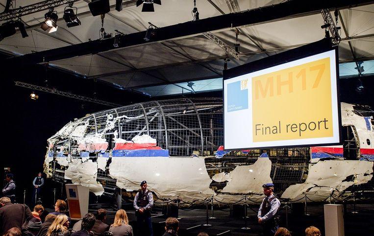 Foto van het nagebouwde toestel van de MH17 in de zaak waar de OVV zo zijn onderzoek presenteert. Beeld ANP