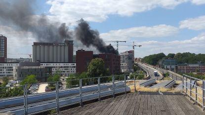 Even giftige rook verspreid bij brand aan Engels Plein, vuur gelukkig snel geblust