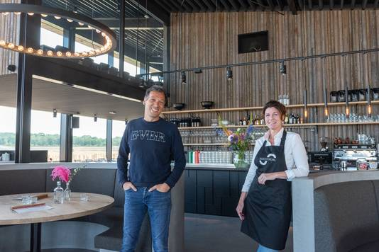 Eigenaar Sem Harten en bedrijfsleider Nelly de Kloet in het nieuwe Soesterdal.