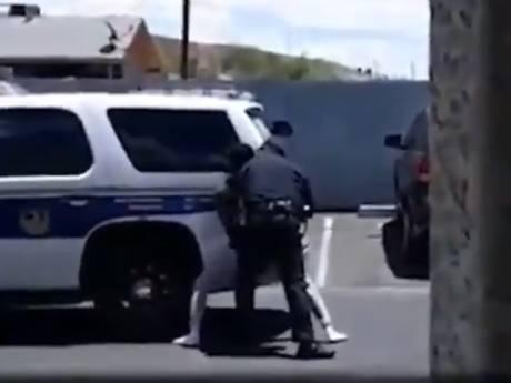 """Les images d'une famille noire violemment interpellée à Phoenix pour une Barbie """"volée"""" choquent"""