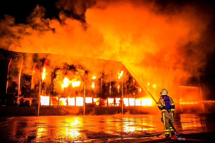 Brandweer bij de vuurzee