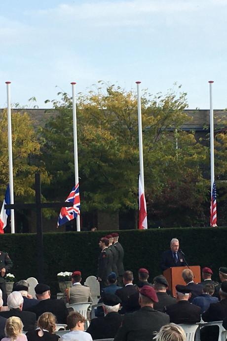 Nationale herdenking gesneuvelde stoottroepers in Beneden-Leeuwen