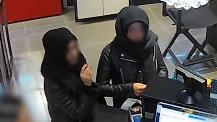 De politie heeft eerder beelden vrijgegeven van de verdachten.