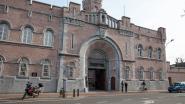 Gevangene riskeert langere celstraf nadat hij in borstspier van gevangenisbeambte bijt