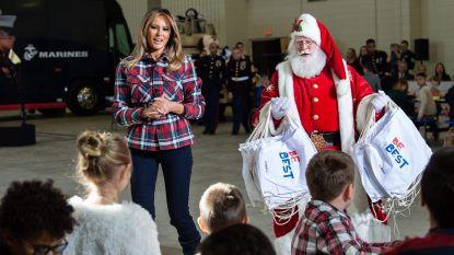 VIDEO. Melania Trump deelt pakjes uit met de Kerstman