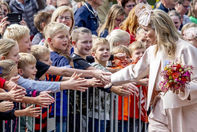 2019-09-18 12:54:23 VEENINGEN   - Koning Willem Alexander en Koningin Maxima bezoeken het dorpshuis  tijdens een streekbezoek aan Zuidwest-Drenthe. ANP ROYAL IMAGES ROBIN UTRECHT ROBIN UTRECHT